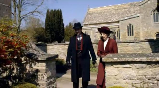 matthew-and-mrs-crawley-arrive-in-their-new-home