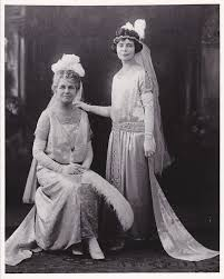 Linnie Irwin Sweeney, left, and Elsie Irwin Sweeney in 1923.